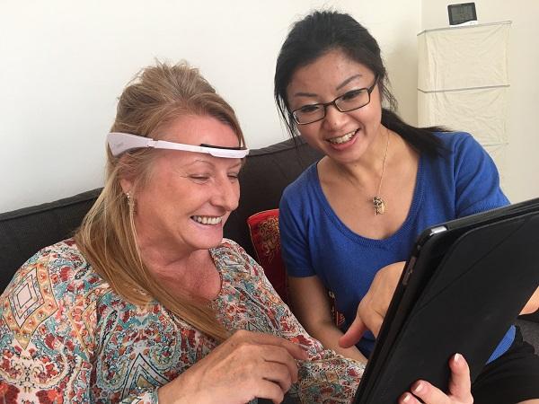 Women Playing with Neeuro Memorie + SenzeBand-600x420
